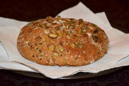 Хлеб из полной муки с семенами льна и тыквы