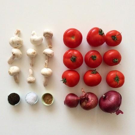 Рецепт: томатный соус и базиликом и грибами