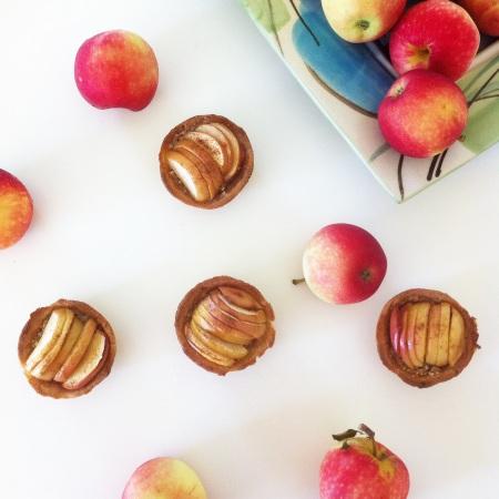 Рецепт: яблочные пирожные с кремом из орехов