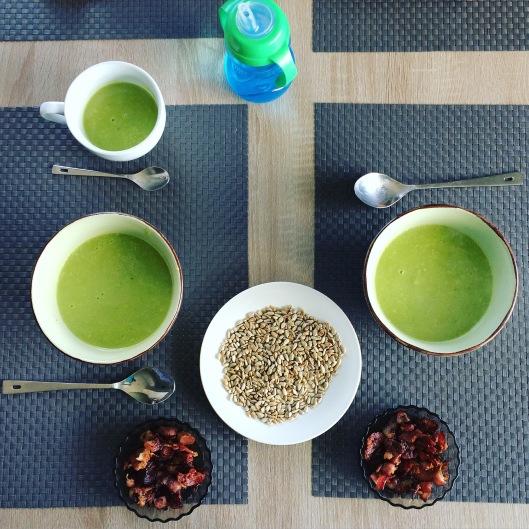 Суп-пюре из зеленого горошка с беконом